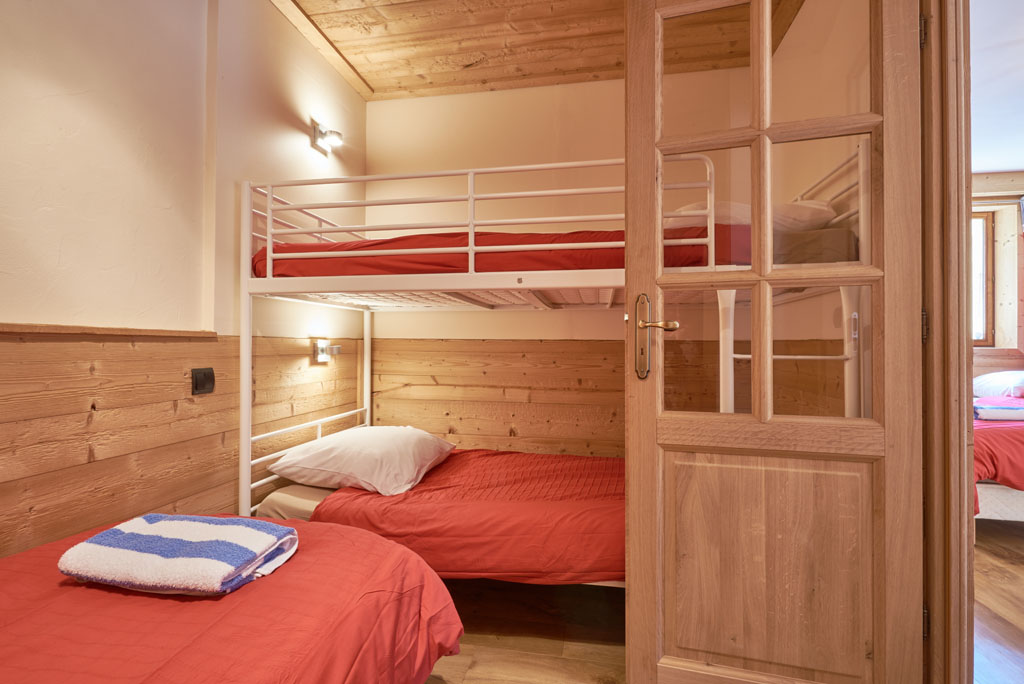 Chalet Aventure Bedroom Four Bunks
